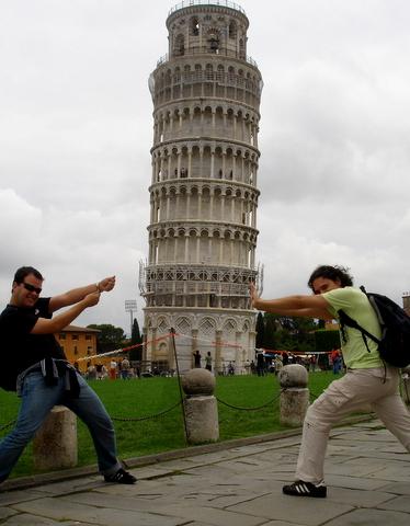 Foto Jacu   Segurando a Torre de Pisa