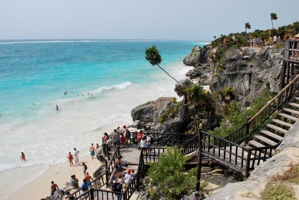 Tulum   Escada de acesso a Praia