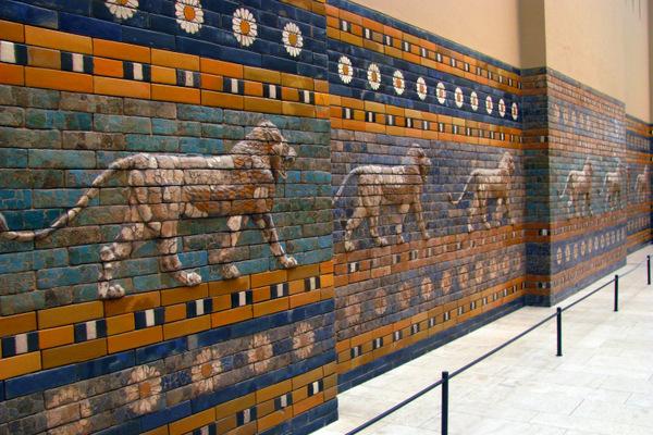 Leão de Ishtar na Porta de Ishtar no Pergamon Museum em Berlim