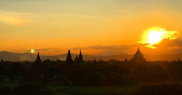 Pôr do sol em Bagan, Myanmar