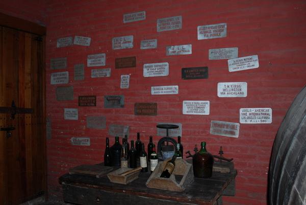 Antigos utensílios para fabricação de vinho na Cousino Macul