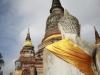 Estátua de Buda com faixa dourada em Ayutthaya