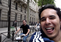 Vídeo: Pedalando pelas ruas de Paris