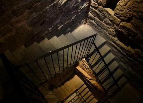 Escadarias da Torre do Castello Dei Conti Guidi | Vinci, Itália