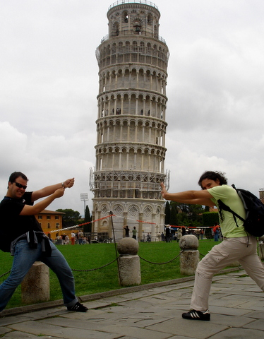 Foto Jacu | Segurando a Torre de Pisa