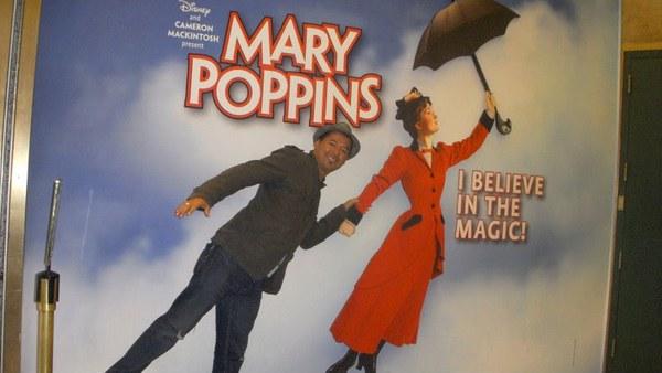 Handerson jacuzando com a Mary Poppins em NYC