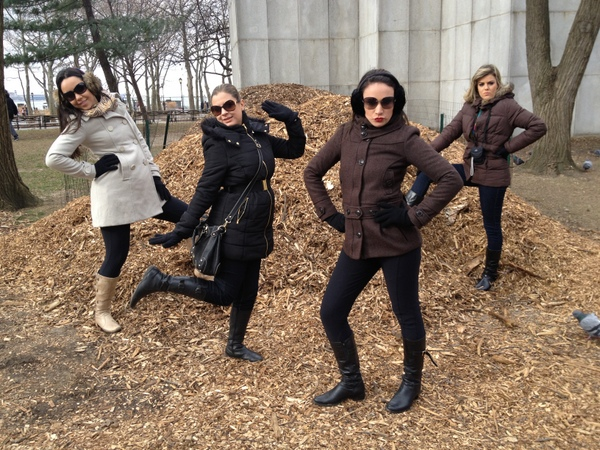 Juliana Lima e amigas sensualizando em Nova York