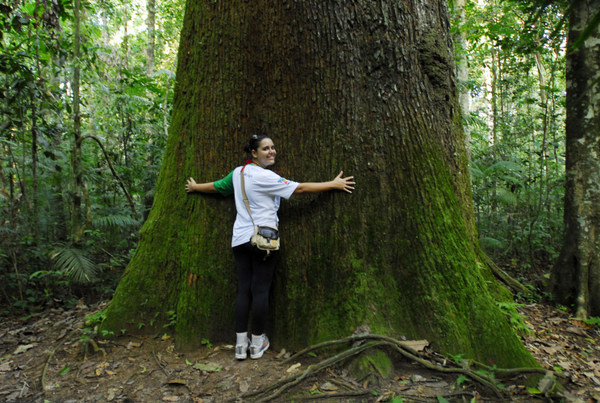 Millena Lopes jacuzando na Floresta Amazônica