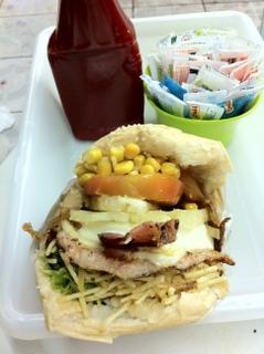 Sanduiche de Pit Dog em Goiânia