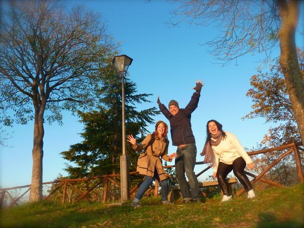 Viajando com amigos | Viagem perfeita em San Leo, Itália
