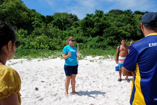 Uma das responsáveis pelo trabalho de conservação da Ilha do Campeche