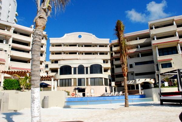 Hotel NYX | Cancun | Piscina área interna