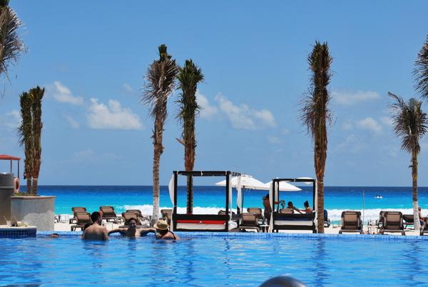 Hotel NYX | Cancun | Piscina e a Praia