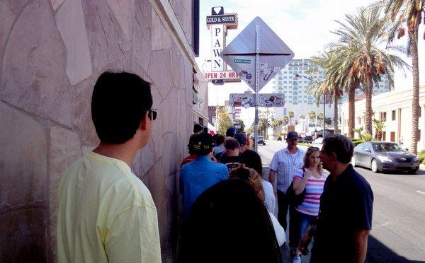 Las Vegas   Loja de Penhores   A fila