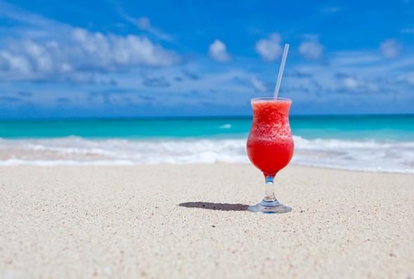 Bebida, Praia, Sol e Mar | Domínio Público (CC0 1.0)