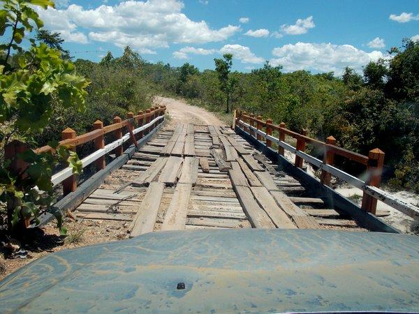 Ponte suspeita no caminho de Colinas do Sul a Cavalcante