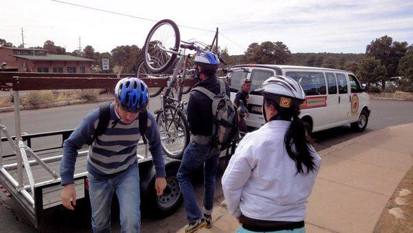 Bike tour no Grand Canyon | Van de apoio