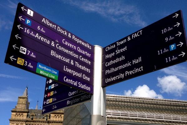 Liverpool | Placa com orientação turística