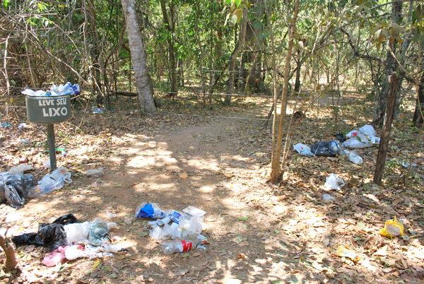 Lagoa Azul - Formosa - O Lixo