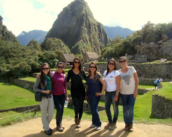 As meninas em Machu Picchu