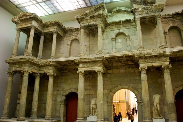 Portão do Mercado de Mileto no Pergamon Museum em Berlim