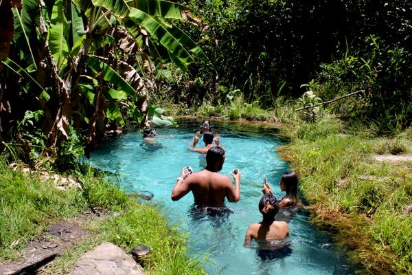 Turistas no Fervedouro do Camping do Nô no Jalapão