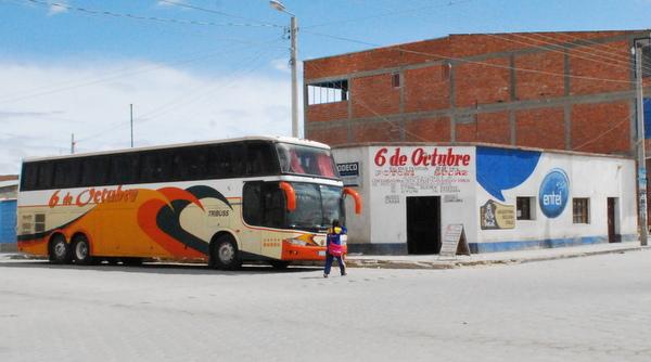 Ônibus da empresa 6 de Octubre de Uyuni para Sucre