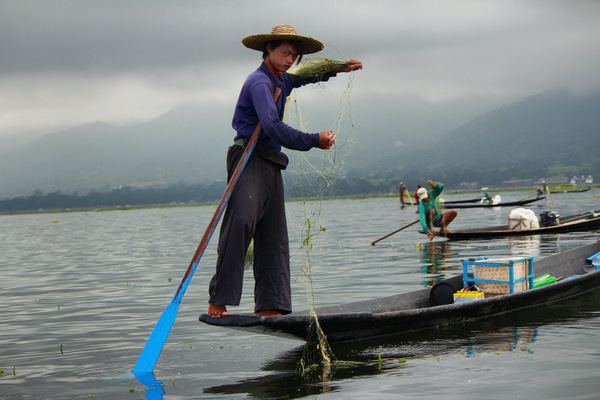 Pescador no Lago Inle em Myanmar
