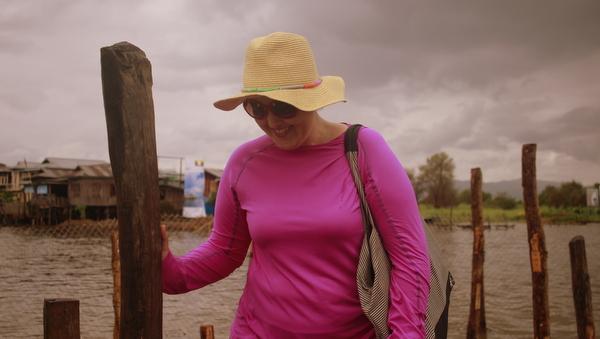 Use roupas leves e chapéu para se proteger do calor e do sol em Myanmar