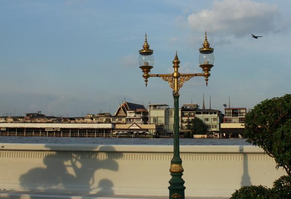 Vista do Rio Chao Phraya a partir do Wat Arun em Bangkok