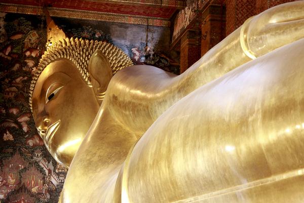 Buda deitado do Wat Pho em Bangkok