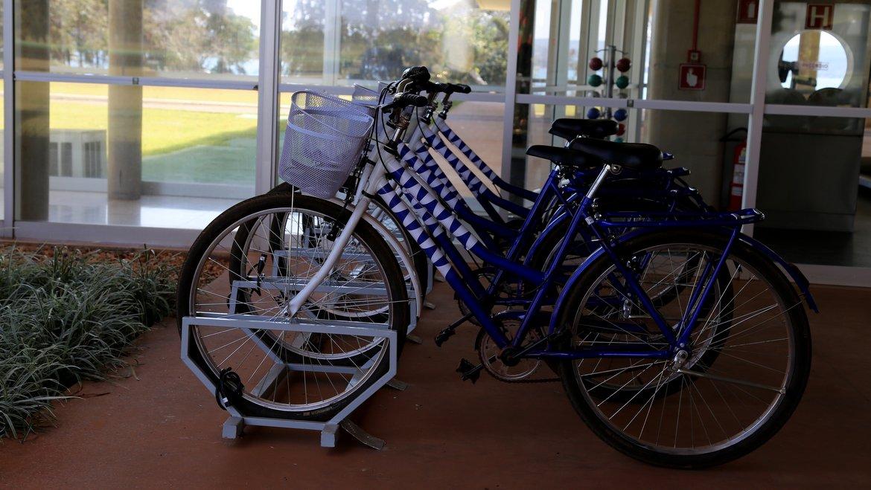 Bicicletas disponíveis para um passeio na região