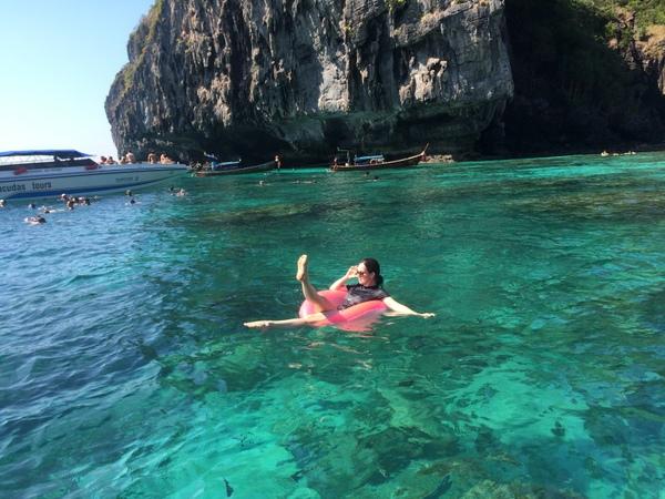 Boiando no mar da tailândia